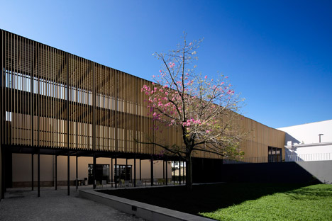 Vergilio-Ferreira-High-School-by-Atelier-Central-Arquitectos_dezeen_468_14