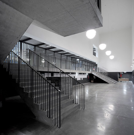 Vergilio-Ferreira-High-School-by-Atelier-Central-Arquitectos_dezeen_468_29
