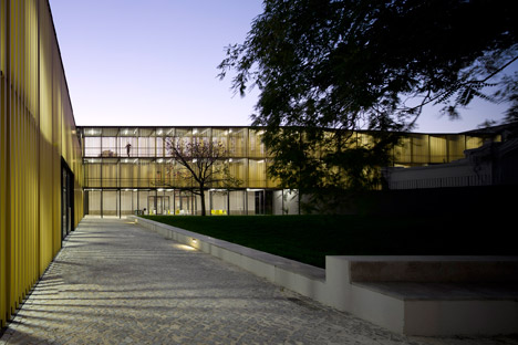 Vergilio-Ferreira-High-School-by-Atelier-Central-Arquitectos_dezeen_468_31