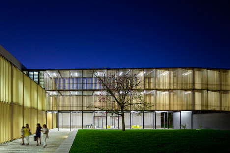 Vergilio-Ferreira-High-School-by-Atelier-Central-Arquitectos_dezeen_468_34