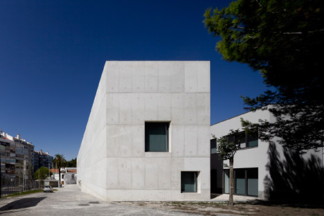 Vergilio-Ferreira-High-School-by-Atelier-Central-Arquitectos_dezeen_468_7