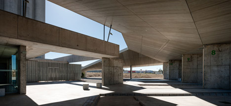 Caceres-bus-station-by-Isabel-Amores-and-Modesto-Garcia_dezeen_468_10