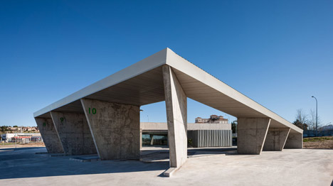 Caceres-bus-station-by-Isabel-Amores-and-Modesto-Garcia_dezeen_468_3