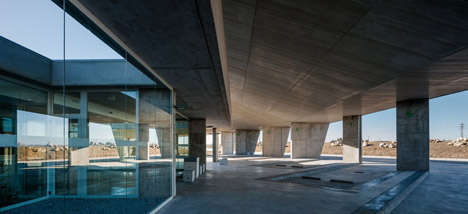 Caceres-bus-station-by-Isabel-Amores-and-Modesto-Garcia_dezeen_468_5