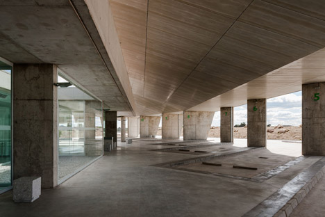 Caceres-bus-station-by-Isabel-Amores-and-Modesto-Garcia_dezeen_468_6