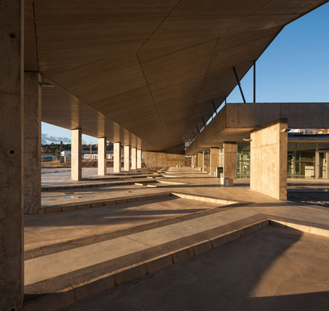 Caceres-bus-station-by-Isabel-Amores-and-Modesto-Garcia_dezeen_468_8