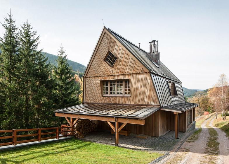 Chalet in Krkonose by Znamenictyr Architekti