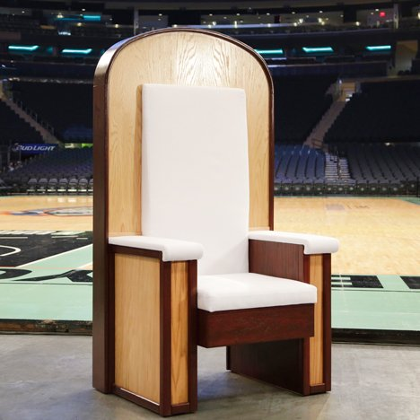 "Plywood throne designed for Pope's New York mass to reflect ""simplicity and humility"""