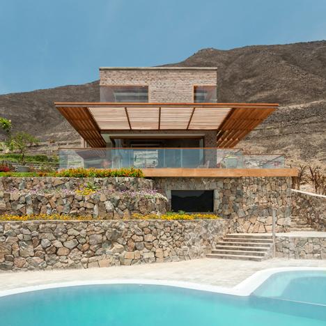 House in Azpitia by Rafael Freyre