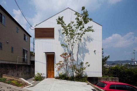 House-in-Ikoma-by-Arbol-Design-Studio_dezeen_468_0