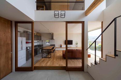 House-in-Ikoma-by-Arbol-Design-Studio_dezeen_468_6