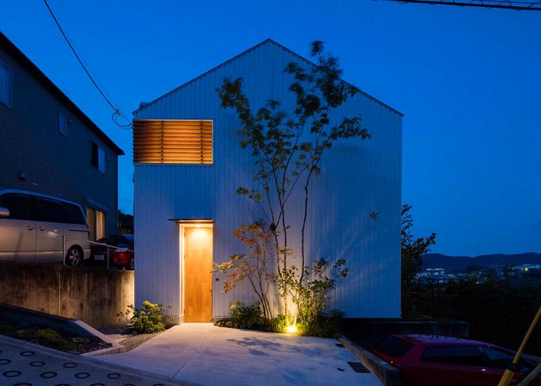 House in Ikoma by Arbol Design Studio