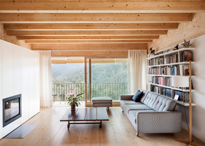Casa LLP by Alventosa Morell Arquitectes
