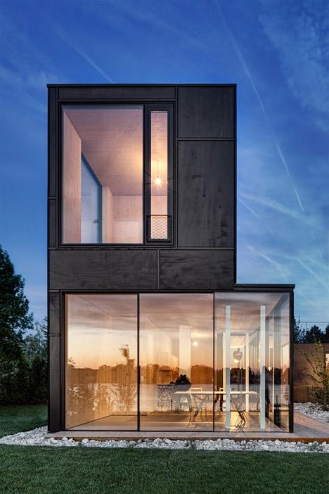 Lakehouse-in-Austria_Maximilian-Eisenkock-Architecture_dezeen_468_0
