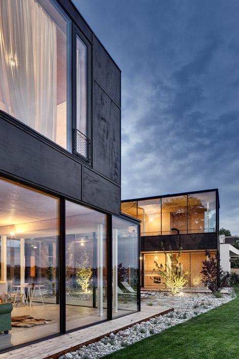 Lakehouse-in-Austria_Maximilian-Eisenkock-Architecture_dezeen_468_3