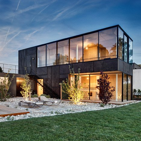 Lakehouse-in-Austria_Maximilian-Eisenkock-Architecture_dezeen_468_4