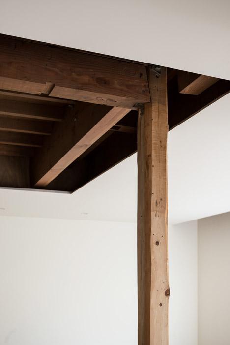 Leave Small House by Tsubasa Iwahashi