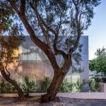 Paritzki & Liani recreate Marc Chagall painting in perforated aluminium for Tel Aviv school facade