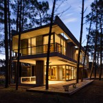 ATV Arquitectos places a concrete and glass house in an Argentinian forest