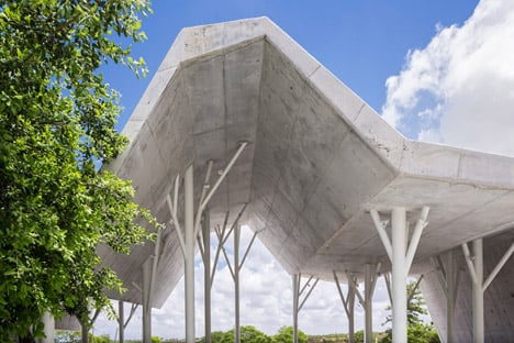 Open-sided-shelter-by-Ron-Shenkin_dezeen_468_11