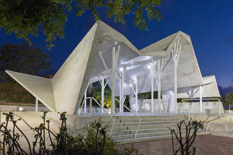 Open-sided-shelter-by-Ron-Shenkin_dezeen_468_31