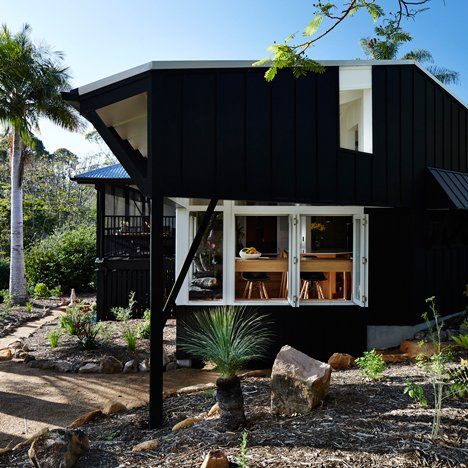 Vokes and Peters adds black timber extension to a cabin on Australia's Sunshine Coast