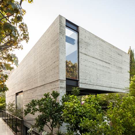 Pitsou Kedem uses board-marked concrete, glass and steel for Modernist-inspired home in Tel Aviv