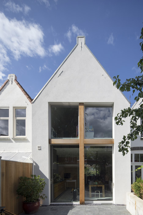 Ruud Visser extends old Dutch townhouse by two metres
