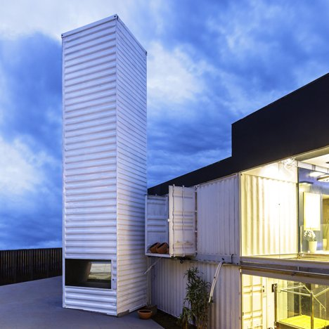"Pedro Barata transforms shipping container into ""world's biggest periscope"""
