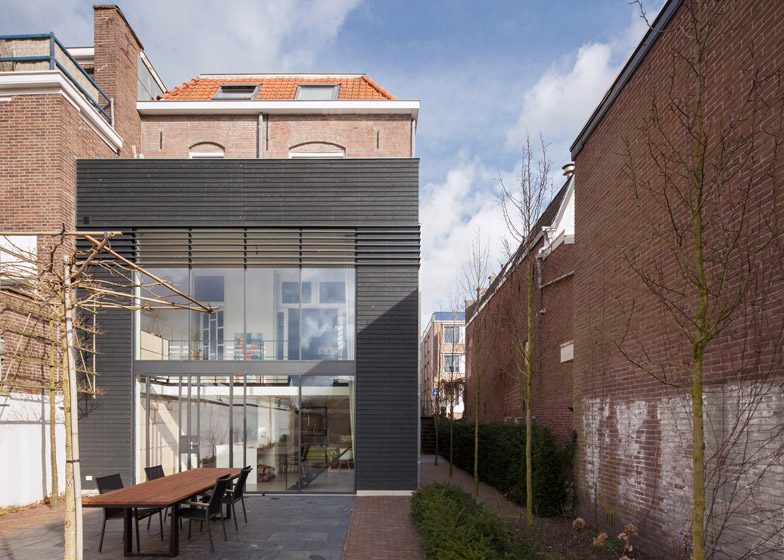Reset Adds Modern Extension To A Traditional Brick Townhouse