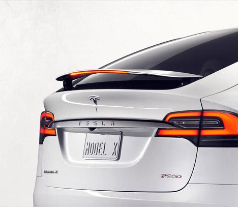 Tesla-Model-X_dezeen_468_0