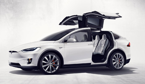 Tesla-Model-X_dezeen_468_3