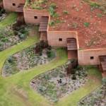 "Luigi Rosselli constructs ranch housing behind ""longest rammed-earth wall in Australia"""