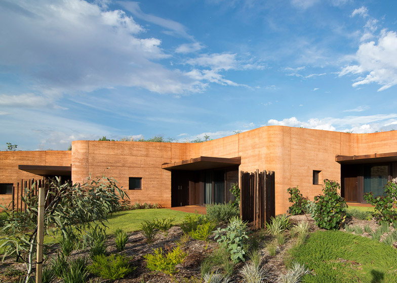 The Great Wall of WA by Luigi Rosselli Architects