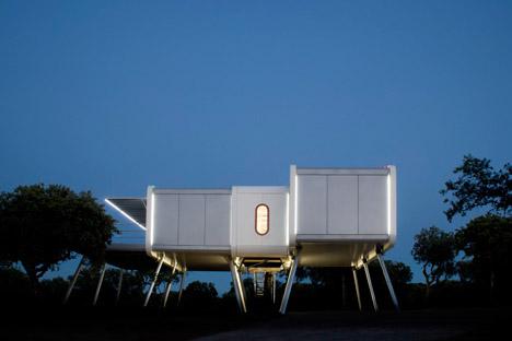 The-Spaceship-Home-by-NOEM_dezeen_468_3