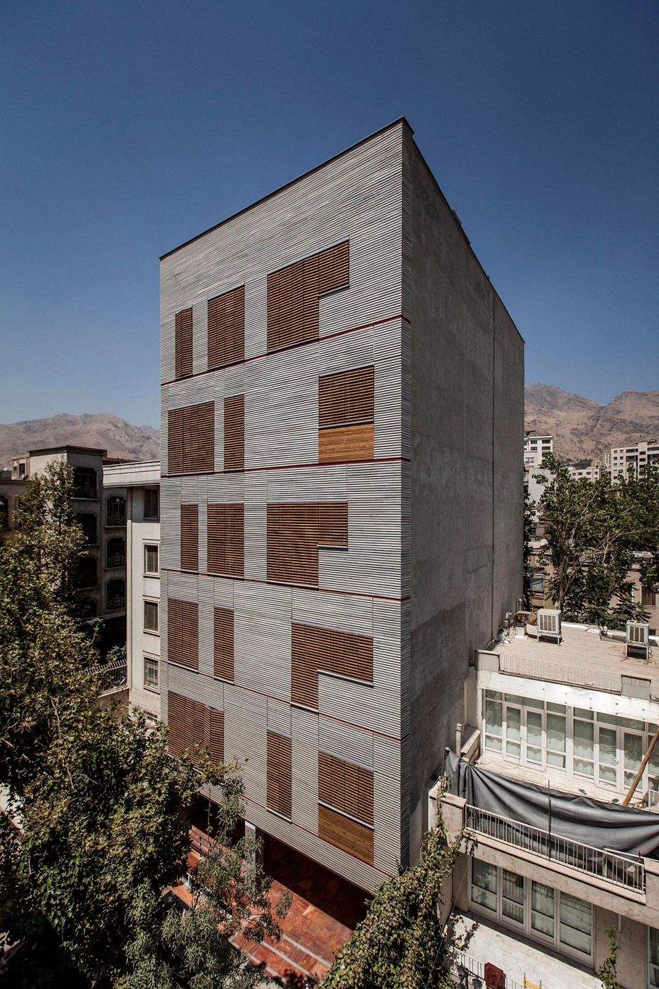 Andarzgoo residential building by Ayeneh Office