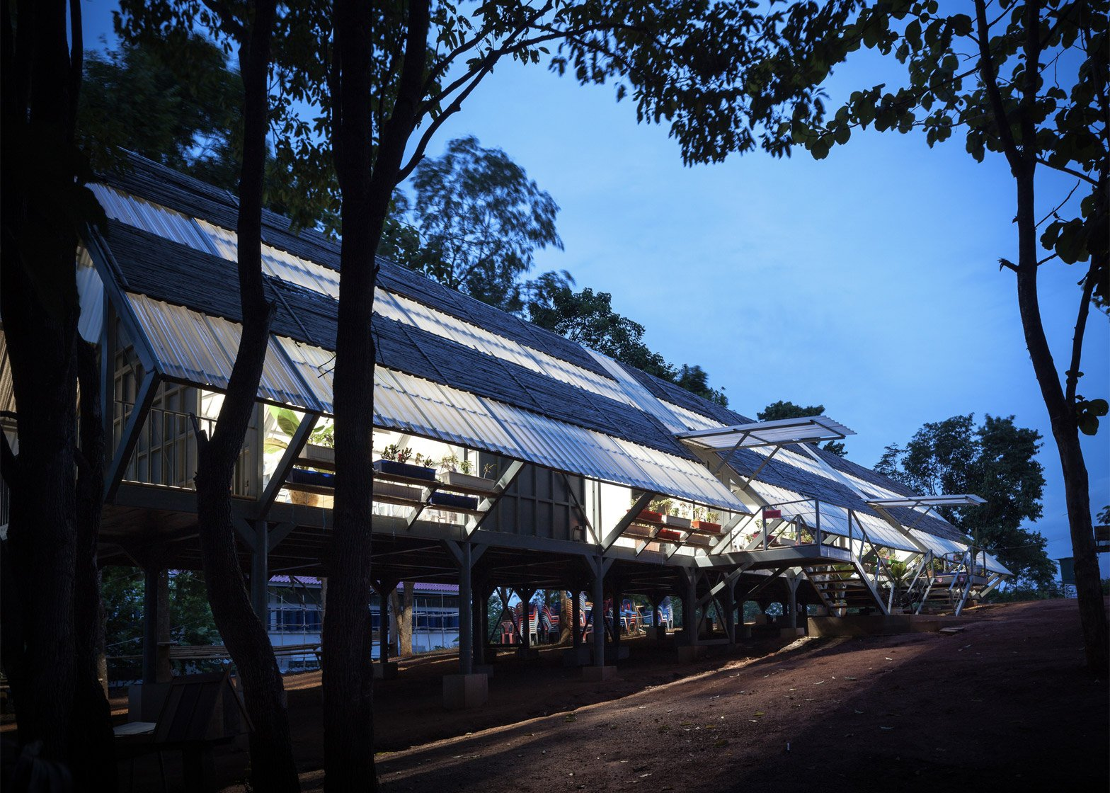 Baan Huay Sarn Yaw School by Vin Varavarn Architects
