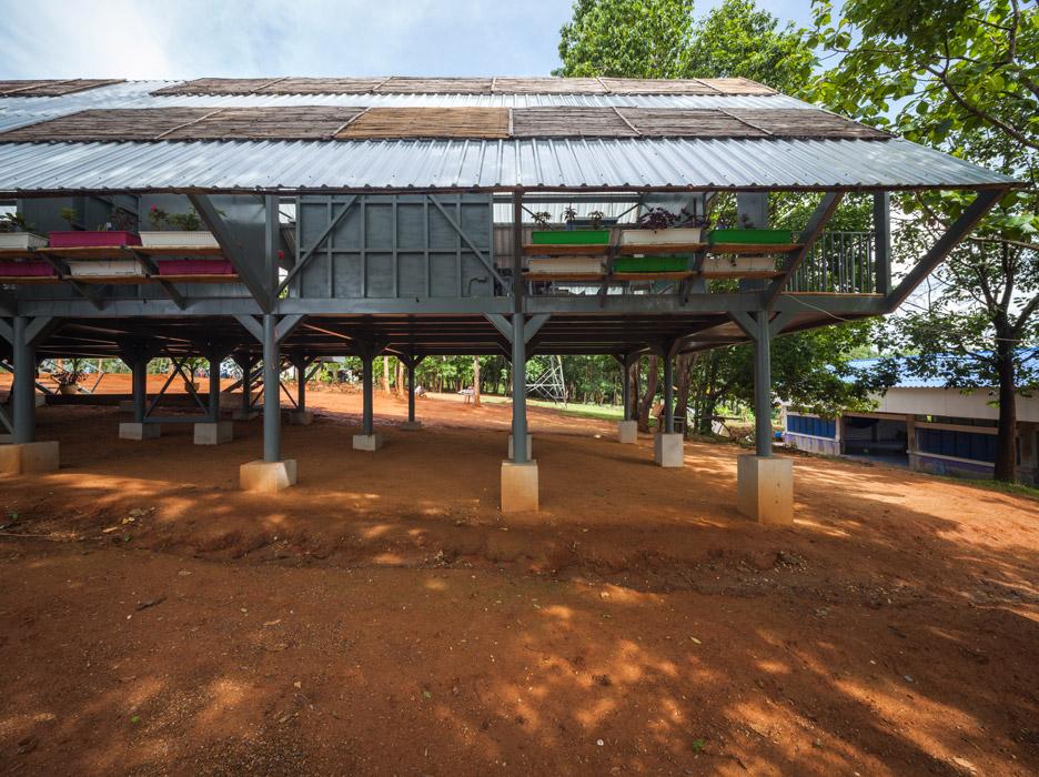 Baan Huay Sarn Yaw School by Vin Varavarn Architects