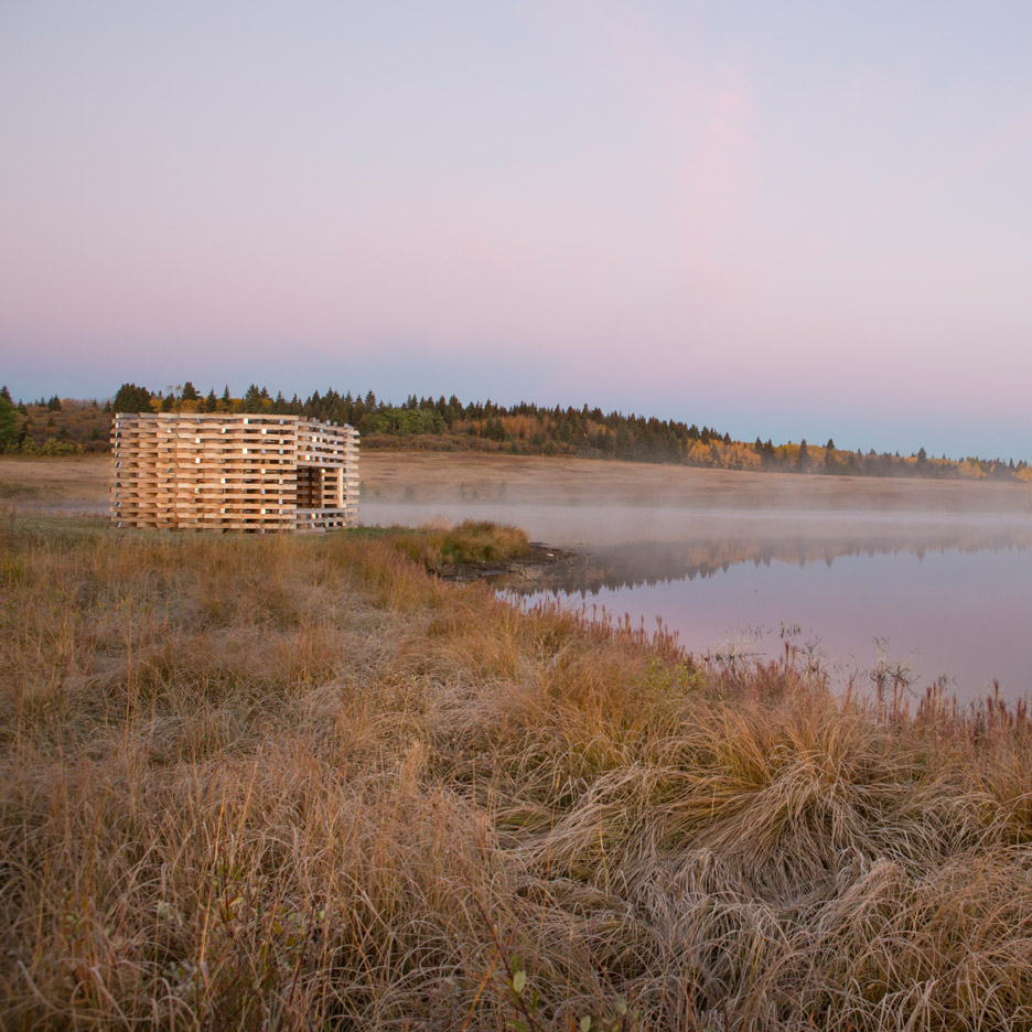 "Young Projects creates ""inhabitable fireplace"" for a lakefront site in western Canada"
