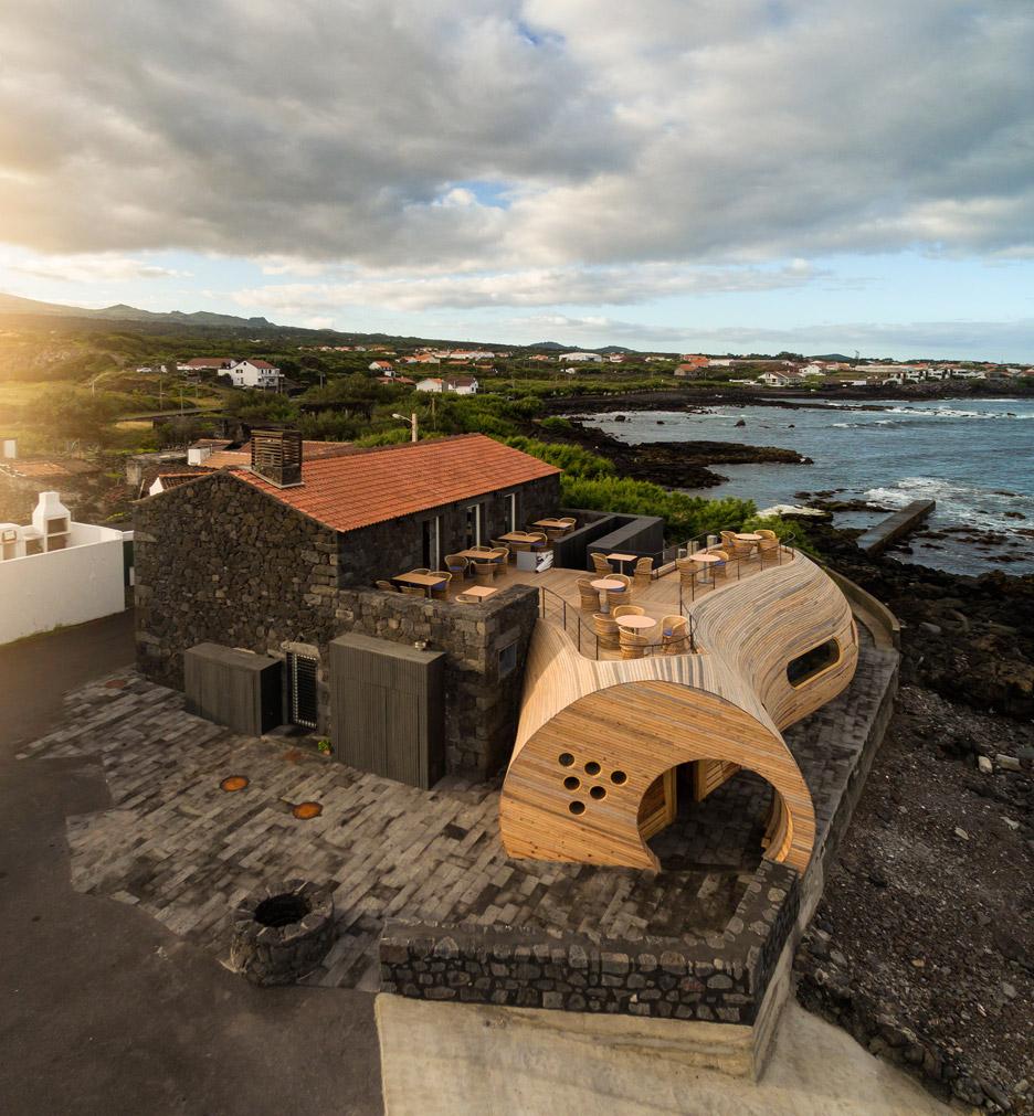 Cella-Bar_FCC-Arquitectura-Paulo-Lobo_dezeen_936_0