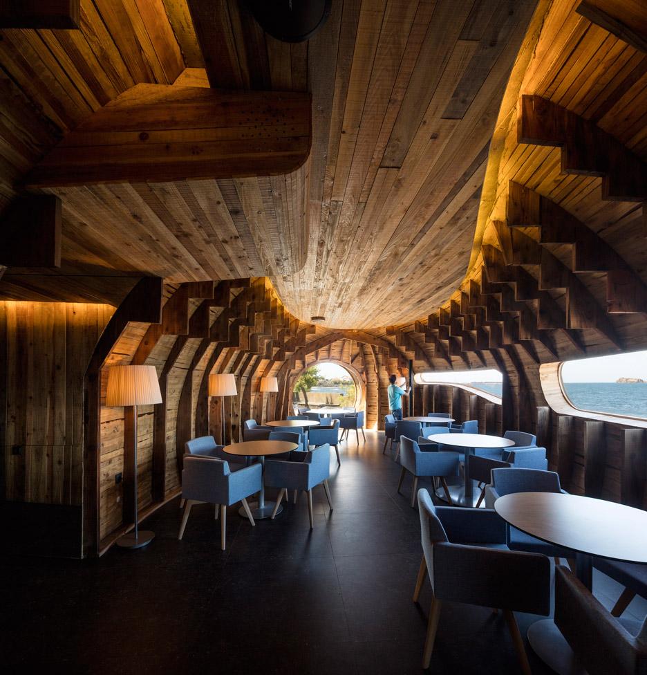 Cella-Bar_FCC-Arquitectura-Paulo-Lobo_dezeen_936_31
