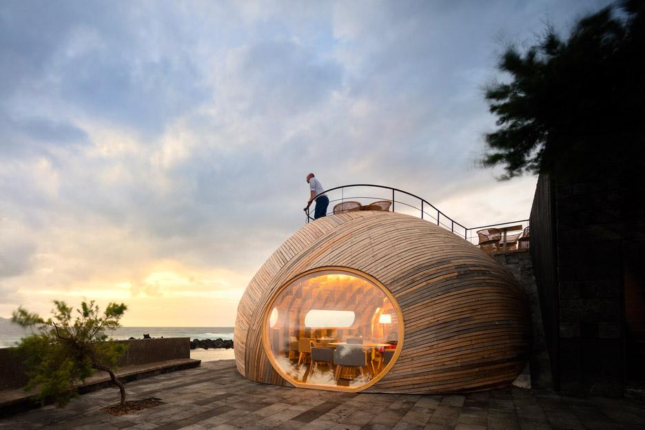 Cella-Bar_FCC-Arquitectura-Paulo-Lobo_dezeen_936_66