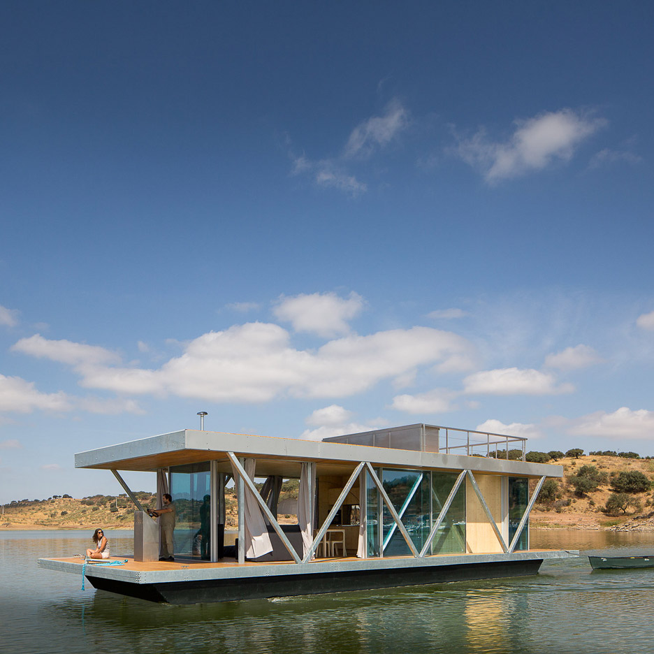 Prefabricated floating house can be transported to lakes and waterways worldwide