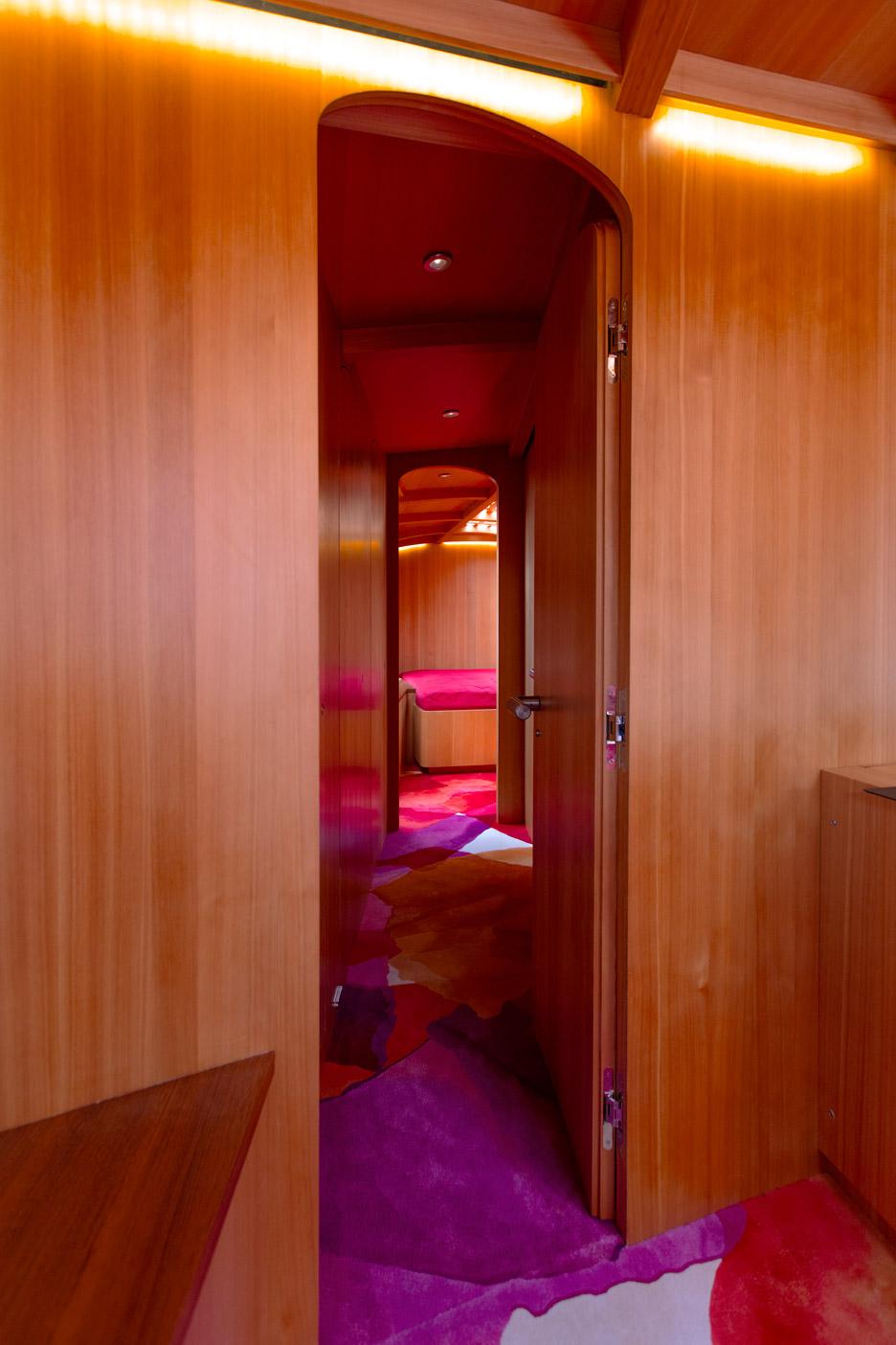 Frank-Gehry_yacht_dezeen_936_2