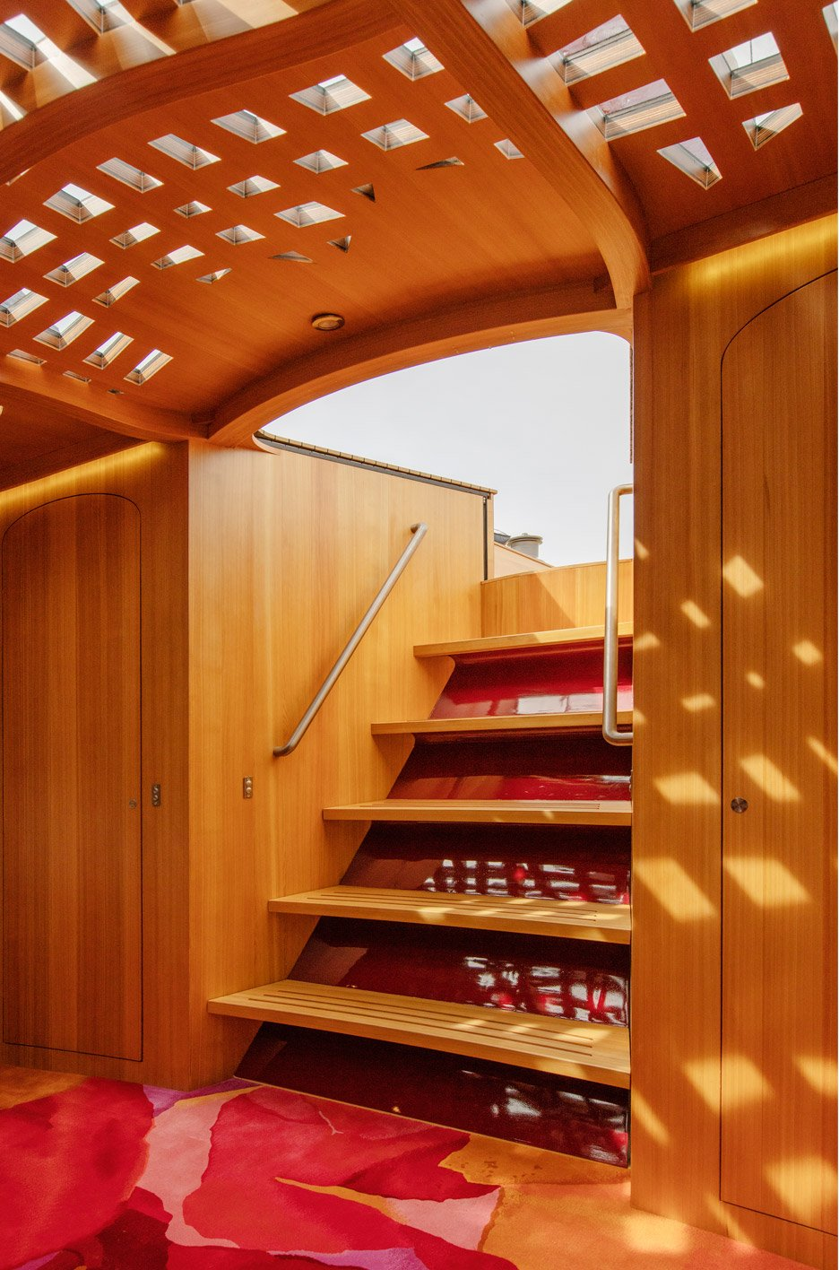 Frank-Gehry_yacht_dezeen_936_3