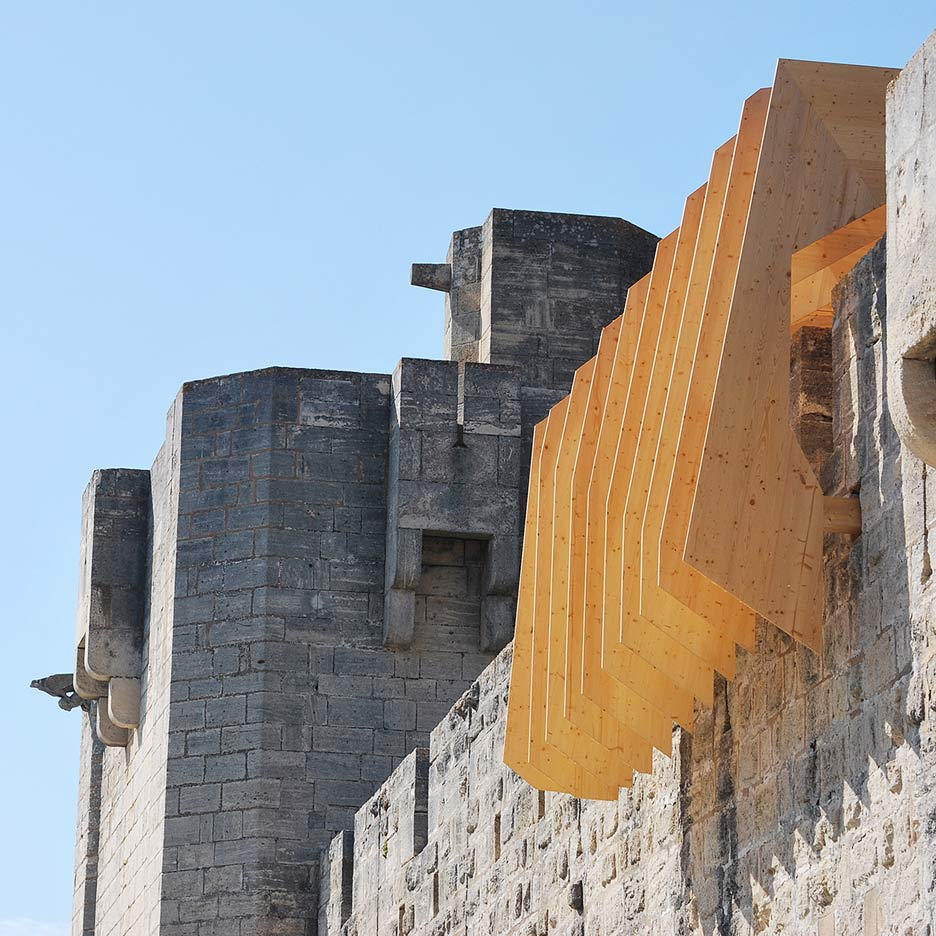 "NAS Architecture installs wooden ""vortex"" over medieval city wall in France"
