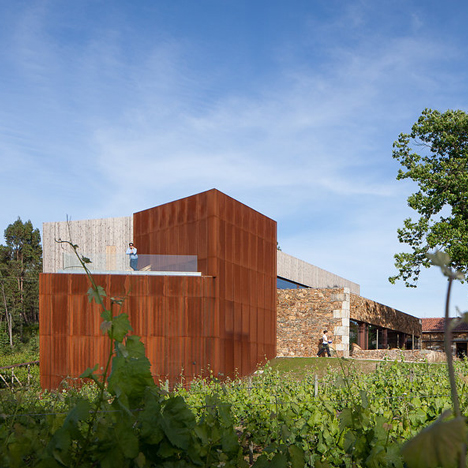 FCC Arquitectura and Paulo Lobo transform old Portuguese wine estate into a tourist attraction