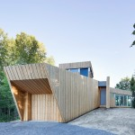 Faceted cedar cabin completed by Paul Bernier beside a lake in the Montreal woodland