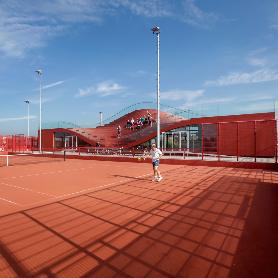 MVRDV Completes Amsterdam Tennis Clubhouse With Seating