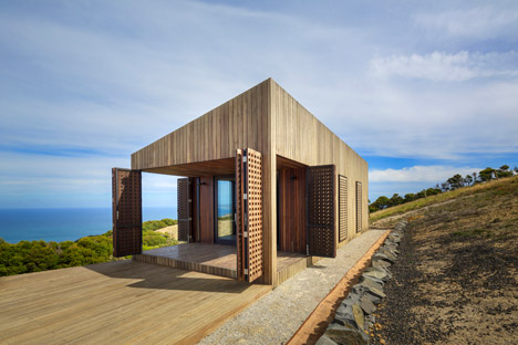 Moonlight Cabin by Jackson Clements Burrows Architects